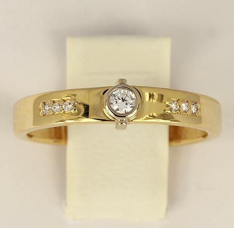 Кольцо из желтого золота с белыми фианитами код- 1000103757268 1