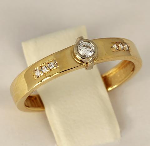 Кольцо из желтого золота с белыми фианитами код- 1000103757268 2